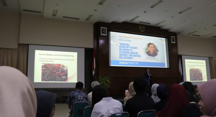"Sambut dan Hadapi ""Digital Disruption in Society"""